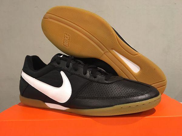 7dfbd608516 Men s Nike Davinho Indoor Soccer Shoes 580452-010 Black White New w  Box