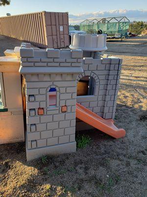 Photo Little tykes castle with slide