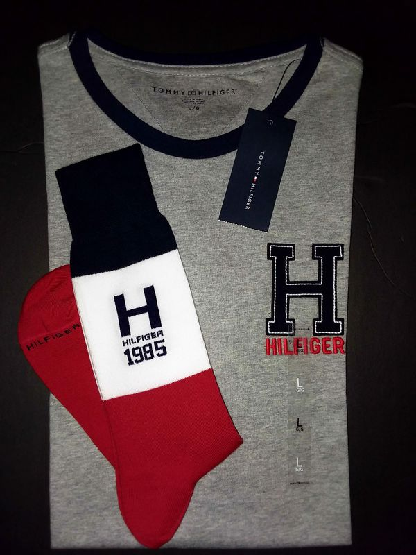893f742911ae TOMMY HILFIGER TEE   MATCHING SOCKS. for Sale in Dallas