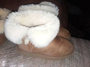 Ugg boots size 5 for Sale in Fort Washington, MD