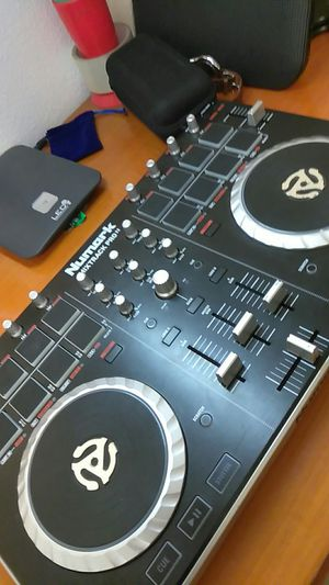 DJ Controller Mix Track Pro for Sale in Apopka, FL