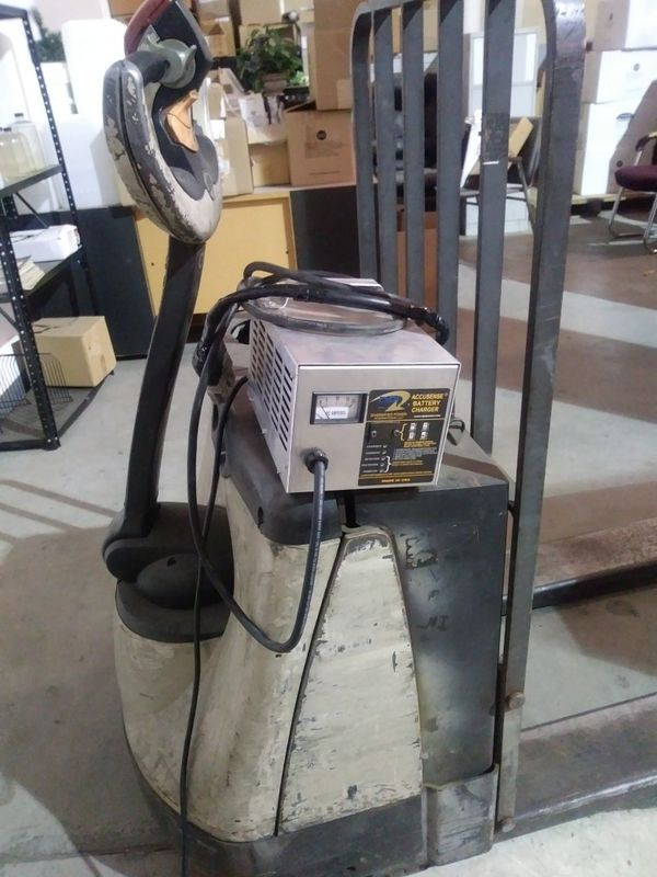 Crown Electric Pallet Jack for Sale in Houston, TX - OfferUp
