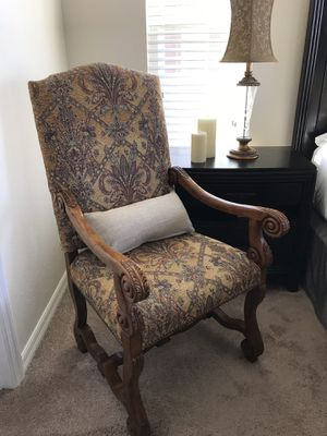 Beautiful chair excellent condition. for Sale in Winter Garden, FL