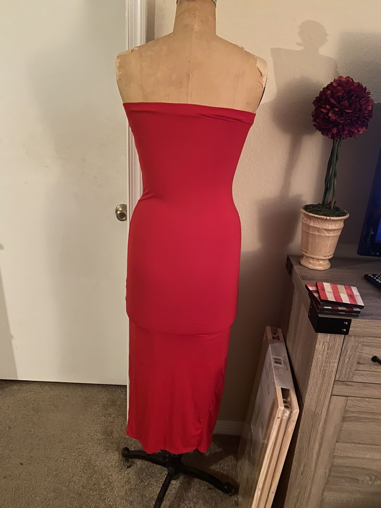Strapless fitted dress (small)