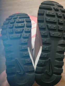 New Never Worn Women's Nike Pre Love O.x Shoes Thumbnail