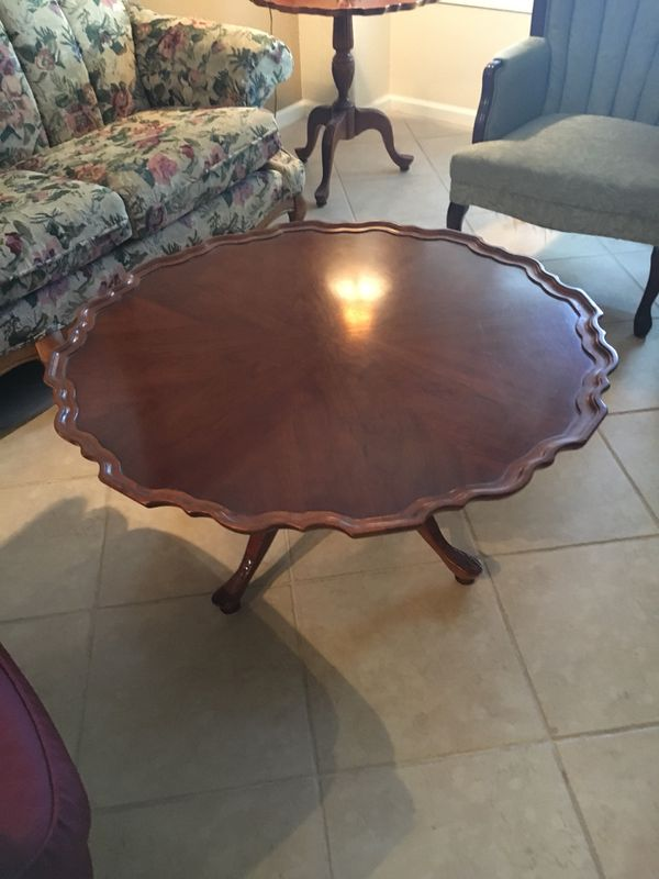 Round Coffee table and end tables set for Sale in Mesa, AZ - OfferUp