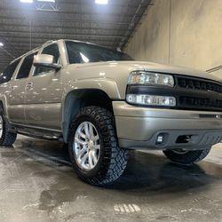 2002 Chevrolet Suburban Thumbnail