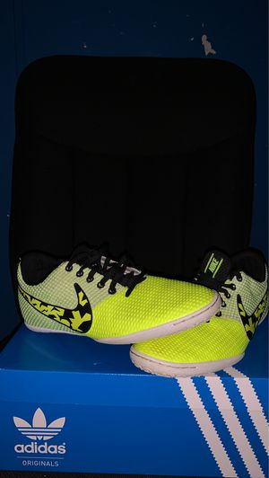 Photo Nike indoor soccer shoes