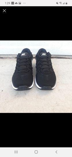 Nike Men's Size 10.5 / Women's Size 12 Thumbnail