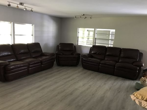 Beautiful Living Room On Leather Recliner Furniture In Boynton
