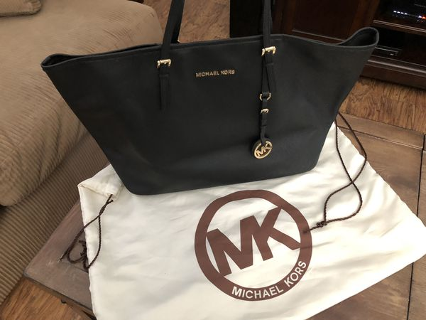 2f36b6eb00b4 Michael Kors Tote -Used for Sale in Miami, FL - OfferUp