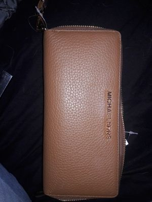 Michael kors wallet for Sale in Bend, OR