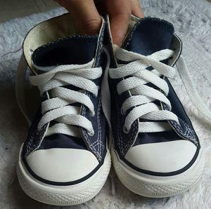 Toddler blue converse shoes Size 7 for Sale in Manassas Park, VA