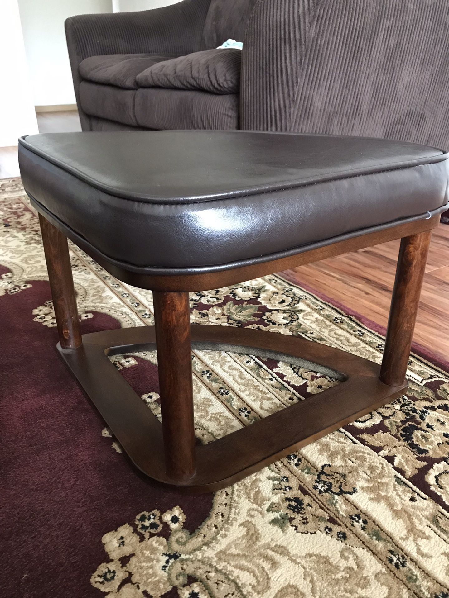 Round Coffee/ Cocktail Table With Nested Stools