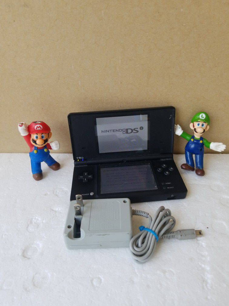 DS (i) BEUTIFUL  Black  CONSOL original WITH Charger INCLUDED