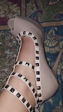 Nude High heels Thumbnail