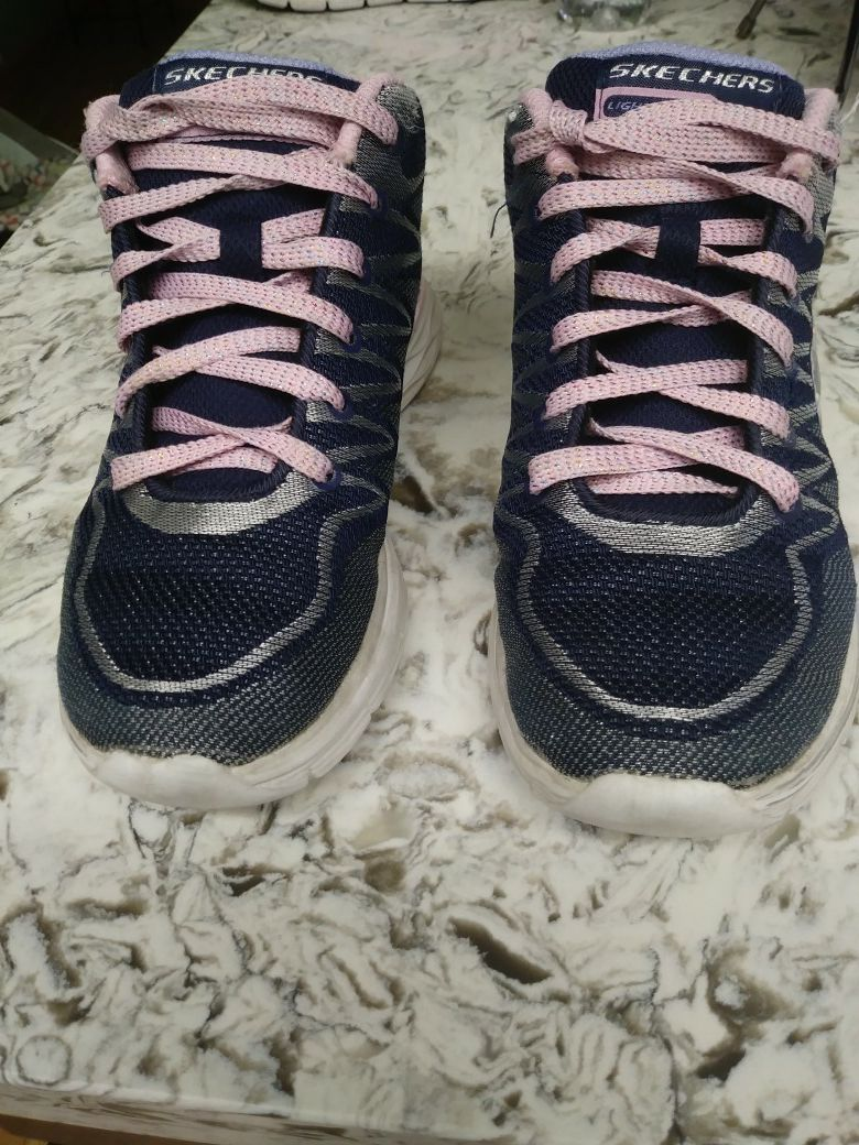 Size 3 Girl Skechers