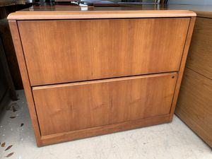 Photo HON 2 drawer file/storage cabinet in excellent condition (delivery available)