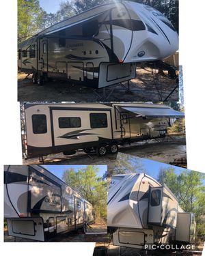 Photo 2016 Coachmen chaparral 5th wheel / gooseneck 2 bedroom EXCELLENT SHAPE $43,000