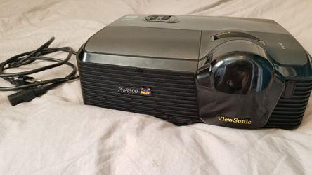 Viewsonic Pro8300 Projector Thumbnail