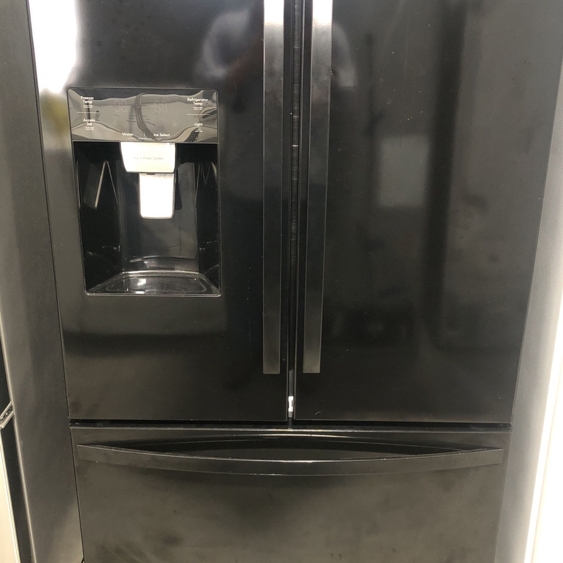Refrigerator Kenmore Black
