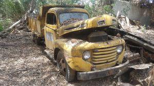 Photo 1948 1949 1950? Ford dump truck vintage patina
