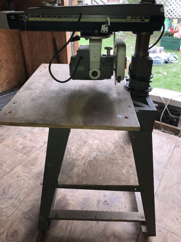 "Nieuw DeWalt 770 - 10"" Deluxe Powershop radial arm saw for Sale in BE-59"