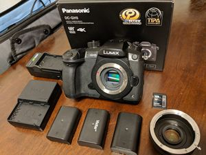 Panasonic Lumix GH5 w/Vlog SD Card and extras! for Sale in Seattle, WA