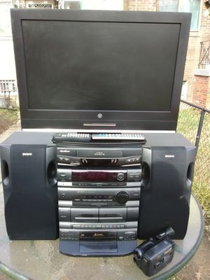 Great home theater bundle with JVC GR camcorder no charger included for Sale in Washington, DC