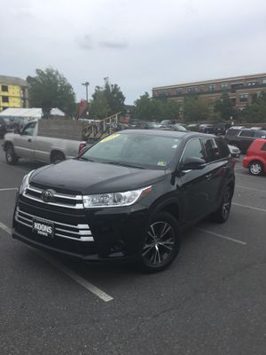 2017 Highlander I4 FWD w/ Toyota Safety Sense for Sale in Bailey's Crossroads, VA