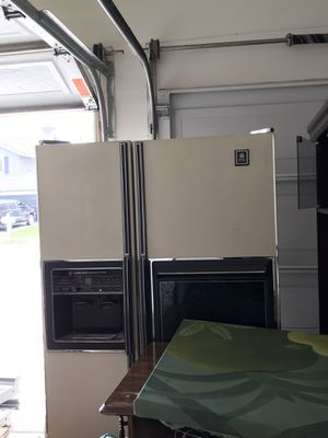 Photo GE refrigerator old but working condition