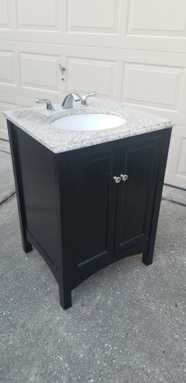 Bathroom vanity for Sale in Orlando, FL - OfferUp