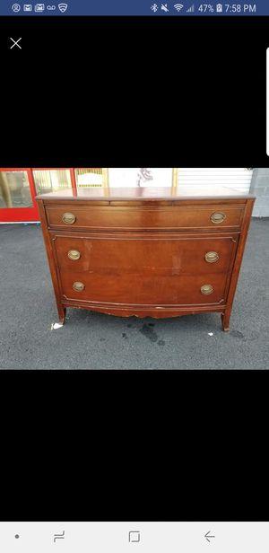 3 drawer chest, dresser for Sale in Chantilly, VA