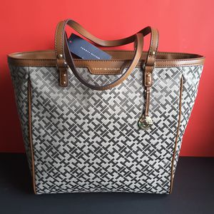 9b81285c64 Tommy Hilfiger Jacquard Signature Bag Tote Size L 100% NEW WITH TAG for  Sale in