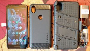 Photo Moto e6 Unlocked For Any Network With Accessories In Like New Condition