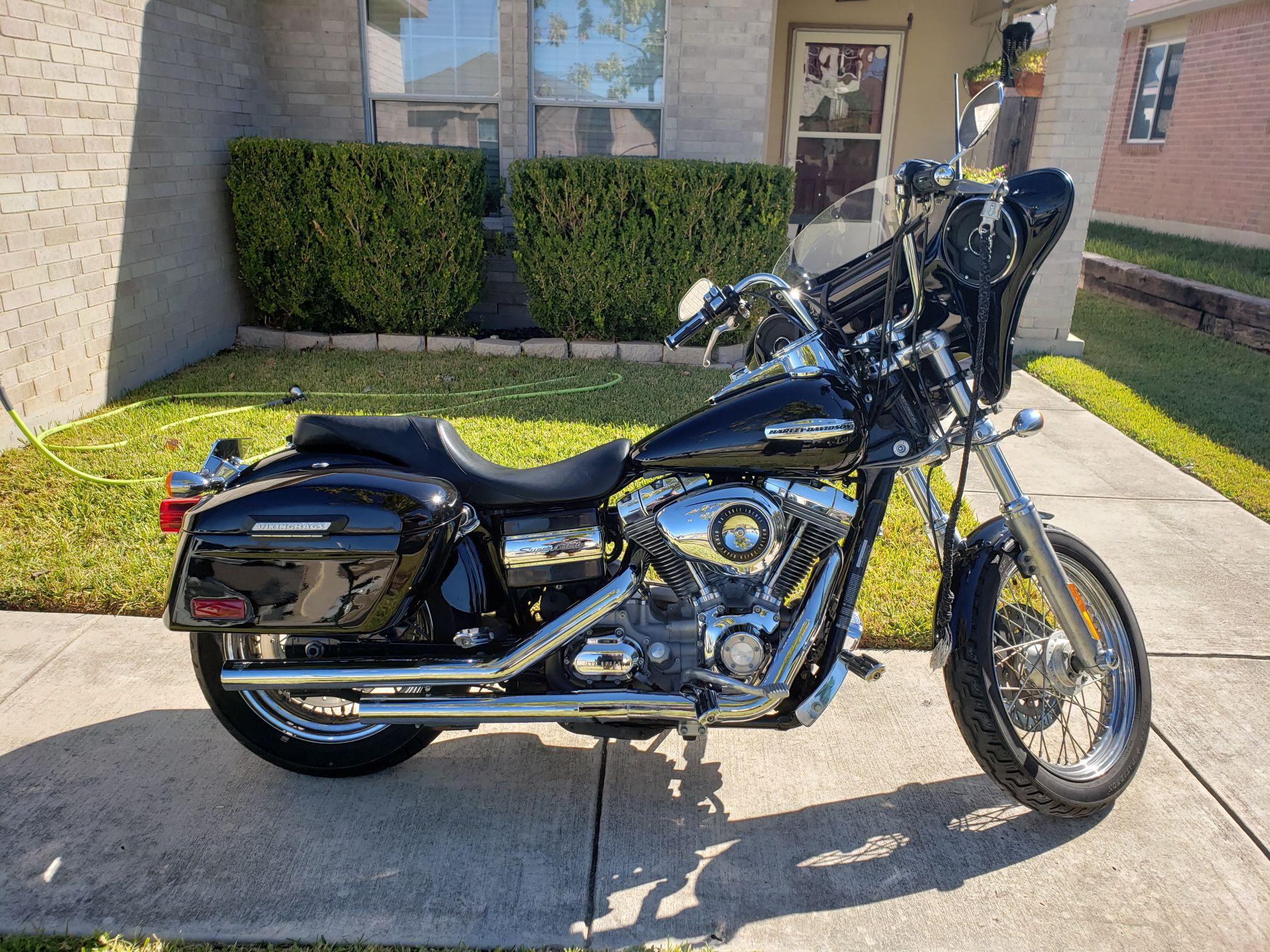 Photo 09 Harley Davidson Dyna Superglide Custom