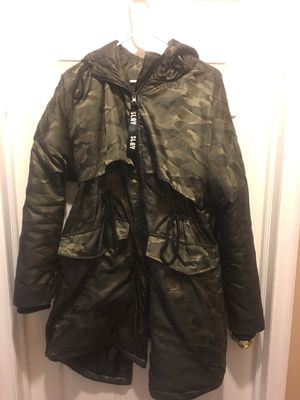 Camo Puffer jacket fashion nova , large for Sale in Westerville, OH