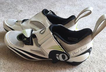 Cycling shoes Thumbnail