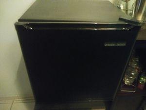 Collage mini fridge for Sale in Pembroke Pines, FL