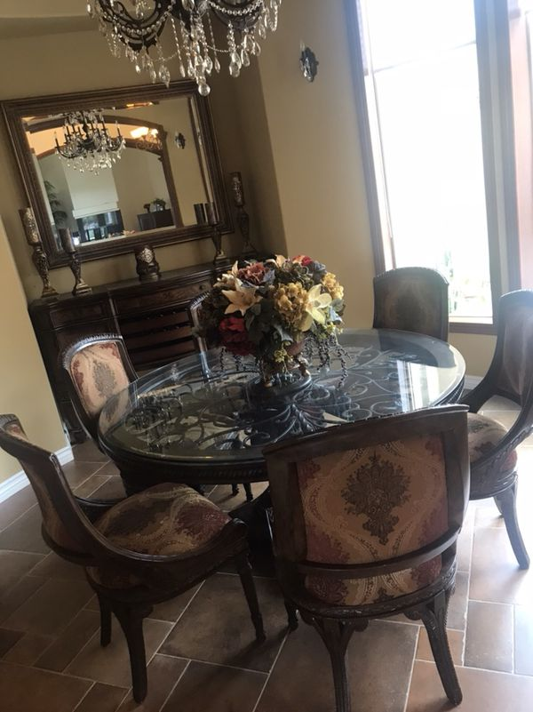 Round Dining Table And Credenza Must Furniture In El Cajon Ca Offerup
