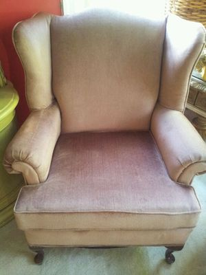 Antique Loveseat sofa if you buy new is over $400 for Sale in Accokeek, MD