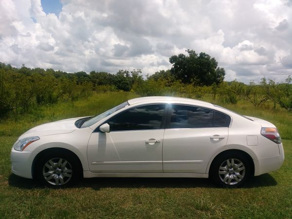Extra Nice Nissan Altima 2011 Pearl White Cars Trucks In Lutz