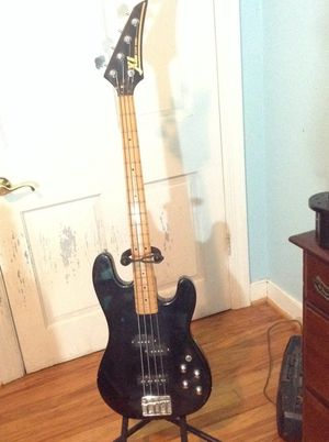 XL Excel Series 4 string bass for Sale in Rockville, VA