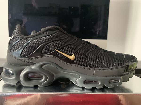 meet 0339d 8f8bb Nike Air Max Plus Black Gold Size 10 for Sale in Pomona, CA - OfferUp