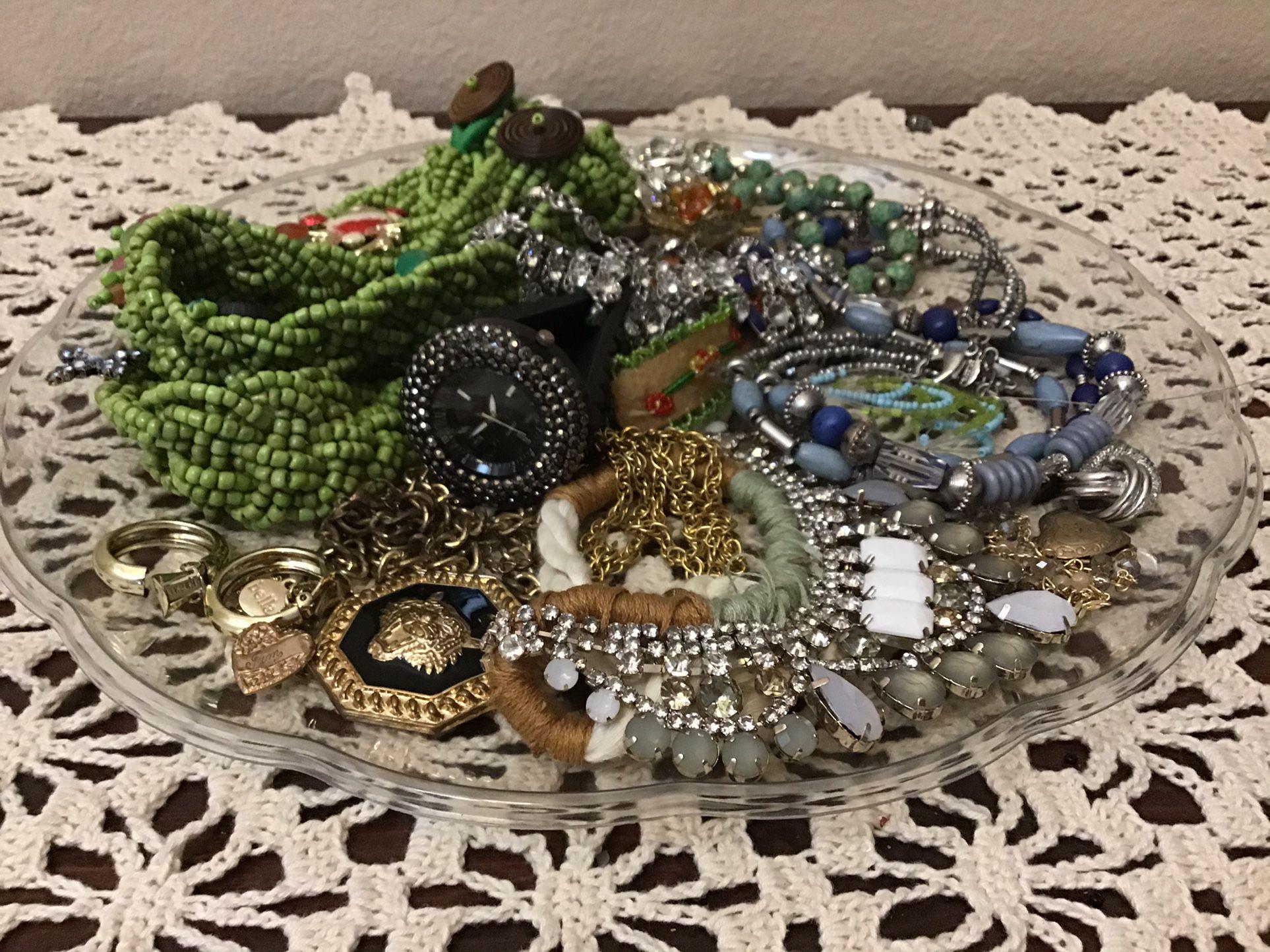 1 Lb 10.2 oz of Broken and Incomplete Vintage & Modern Jewelry for Repair or Arts & Crafts / Joyas Rotas o Incompletas para Arte y Manualidades