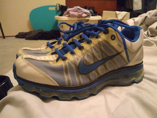 pas cher pour réduction 864c9 46dbd Nike air Max running shoes size 7y, women's size 9, euro size 40 for Sale  in Antioch, CA - OfferUp