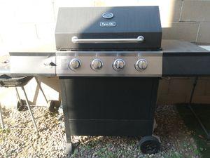 BBQ grill for Sale in Pomona, CA