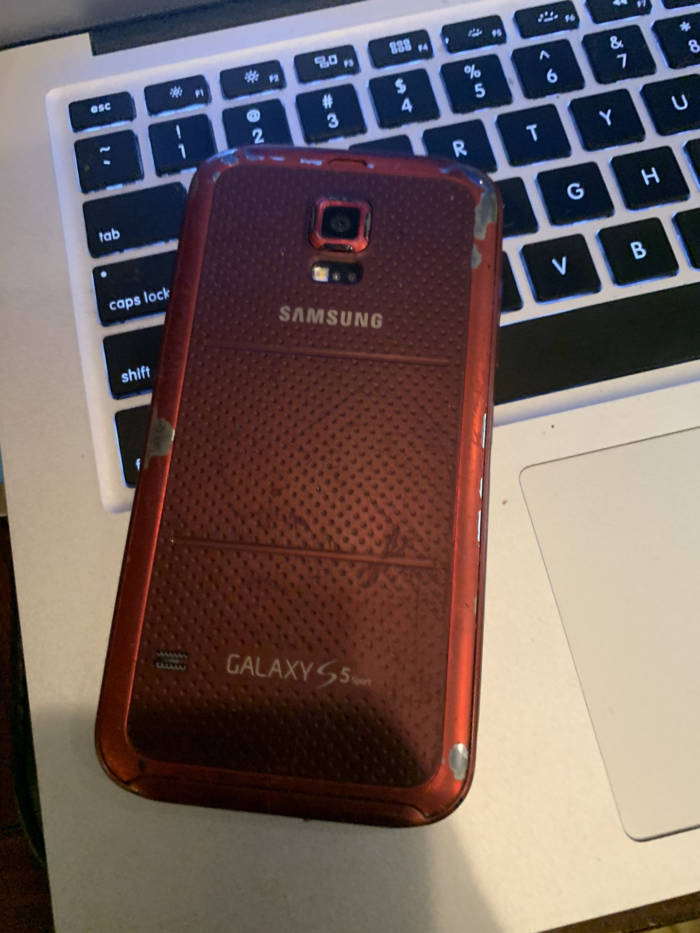 Galaxy s5 sport sprint or boost mobile cracked screen but everything works perfect