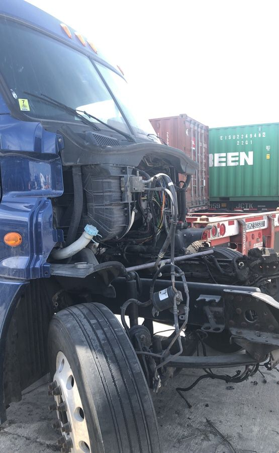 2010 FREIGHTLINER CASCADIA CHASSIS AND CAB for Sale in Wilmington, CA -  OfferUp