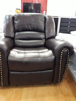Recliner chair sofa couch for Sale in Santa Monica, CA